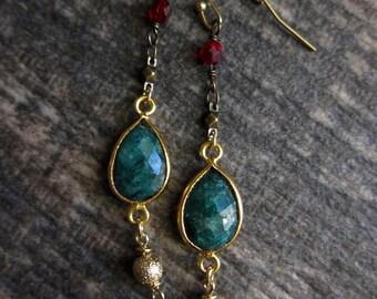 Christmas Earrings//Raw Gemstone Earrings//Holiday Earrings//Christmas Gifts//Green and Red Earrings//Gemstone Dangle//Emerald Earrings