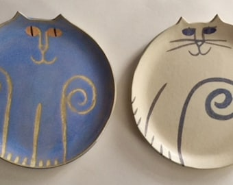 "Pottery Cat plate round 8.5""  handmade decor or cake plate white clay ceramic feline party pet resort hotel decor"