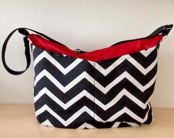 Black & White Chevron Cross-body bag w. pockets, zipper closure // Diaper Bag // Travel Bag // Beach Bag // Overnight Bag // Gift for women