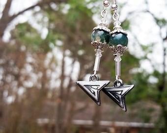 Green Arrow, Dangle Earrings, Green Arrow Comics, Cute Earrings, Nerd Gifts, Green Arrow Logo, Gifts for Nerds, Green Earrings