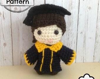 Crochet doll pattern : Graduation Girl doll Amigurumi, graduate doll