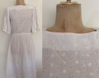1980's White Eyelet Dress w/ Pink Piping Size XS Small by Maeberry Vintage