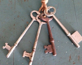 Antique Assortment of 4 Old Grungy Rusty Skeleton Keys Art Supply