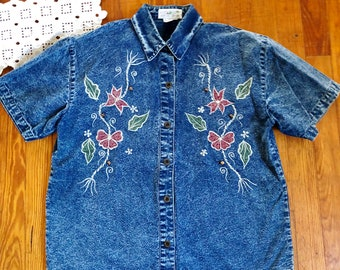 Vintage 1980's/1990's Denim Chambray Acid Wash Short Sleeved Blouse with Embroidery - Stadium