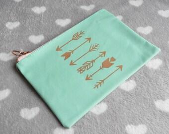 Blue Mint pouch 21x14cm gold arrow patterns