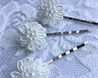 White Flower Hair Pins, Bridal Hair Pins, Set of Three Hairpins, Bridal Hair Pins, White Pearl Hair Pins, Bridesmaid Hair Pins