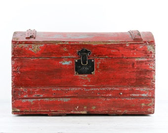 Vintage Wood Trunk Vintage Steamer Trunk Antique Steamer Trunk Vintage Trunk Old Trunk Old Wood Trunk Trunk Coffee Table Red Trunk