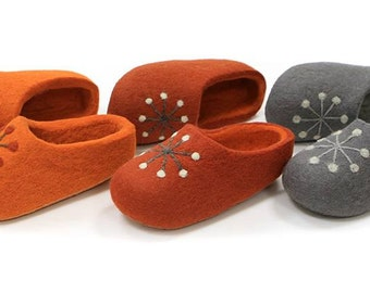 Hand Felted Wool Slippers in Orange, Orange-braun and  Gray with decor.