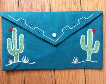 Chainstitch embroidered clutch: saguaro cactus!