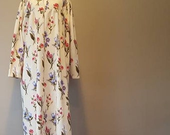 1X / Robe / Flannel / Multi-Color Floral Print / Cozy & Warm / Plus Size / Extra Large