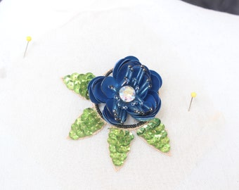 Cute beaded flower    applique  with rhinestones    1 pieces listing