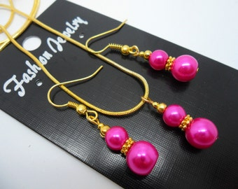A hand made gold tone pink  glass pearl  necklace and   earring set.