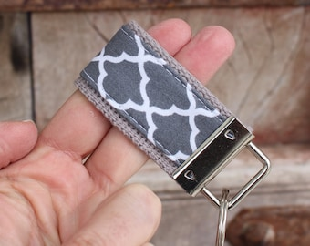READY To Ship-MINI-MINI Keychain-White Quatrefoil On Gray