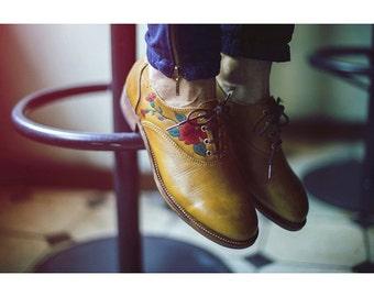 Ladies Oxford shoes-Handmade painted-Leather shoes-flowers-unique shoes-original-honey-flower details-tie shoes-women shoes