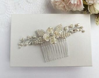 Pearl flower hair comb, pearl hair comb, wedding hair comb, wedding hair piece, bridal hair comb, gold bridal hair piece, silver hair comb,