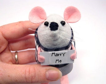 Marry Me Mouse - artisan gift for girlfriend will you marry me proposal custom personalised choose your own sign cute felt rat – Wordsworth