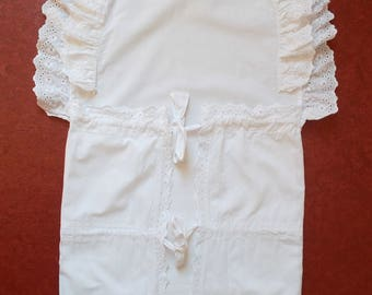 Gigoteuse ou nid d'ange ancien avec broderie anglaise