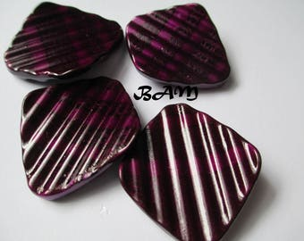 Set of 4 black raspberry pink wavy diamond 25mm - 30 mm beads.