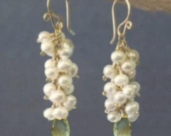 Clusters of ivory pearls, and green amethyst earrings Princess 135