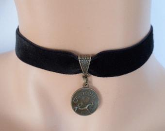 velvet choker, capricorn choker, capricorn necklace, stretch ribbon, black velvet, star sign, zodiac charm