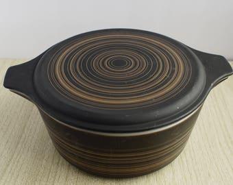 Pyrex Terra, 475, covered Cinderella Casserole, black and tan 2.5 qt