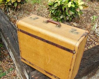 Vintage Luggage, Vintage Suitcase, Flying Luggage, Old Suitcase, Photo Prop, Vintage Storage, Vintage Case, Home Decor, Leather Trim