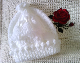 Kids white knitted hat