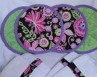 4 Large Hot pads/pot holders with 2 fabric trimmed terry kitchen towels