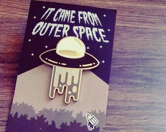 UFO - Hard Enamel Gold Pin Badge | Pin Badges