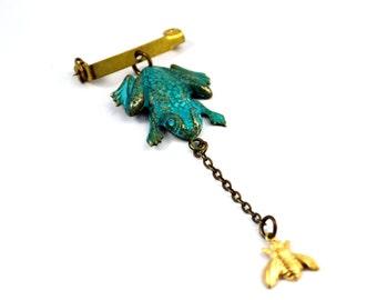 Frog brooch, Frog jewelry, Bee pin, Dangling brooch pin, Verdigris Green
