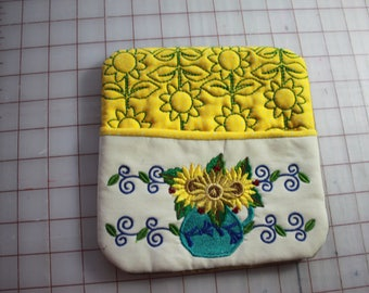 A quilted potholder. reversible; insulated Sunflower