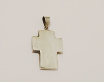 """Vintage 925 Sterling 1.60"""" x 1"""" Solid 6 grams weight Cross Pendant."""