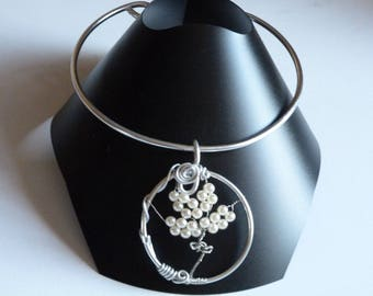 THE ALUMINUM WHITE PEARLY PEARLS CHOKER NECKLACE