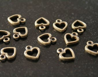 50 bronze small heart charms. (ref:1302).