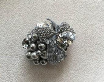 FR-01 grapes brooch * sommelier badge