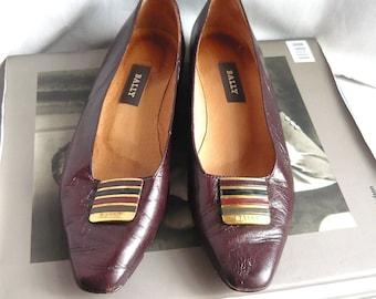Vintage BALLY Signature Flats Shoes / size 8  Eu 38 .5 UK 5 .5 / Maroon Leather w Goldtone Metal Decal