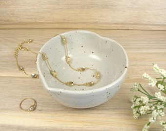 Jewelry holder, Ring holder, Ring dish, Jewelry dish, Small pottery bowl, Heart bowl, Small gift for women