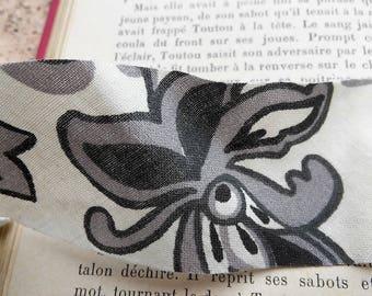 coupon 1 meter fabric black flower 4 cm