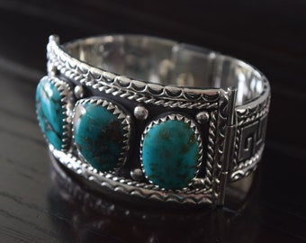 Navajo Arizona Turquoise big cabs bracelet with .925 Sterling Silver hadcarved bracelet handmade.