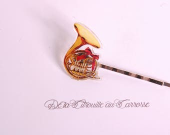 French horn hairpin, music