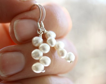White Freshwater Pearl Earrings Dangle . White Pearl Drop Earrings . Freshwater Pearl Earring . Bridal Pearl Earrings