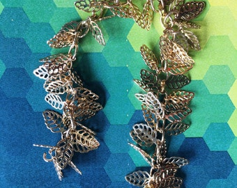 Gold tone open leaf charmed chains [5 inches]