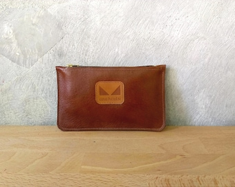 Seal brown leather pouch with zipper