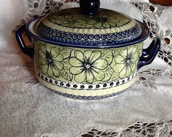 Polish Pottery Large Canister Casserole with lid originates from Boleslawiec, Poland