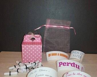 Boîte surprise avec rouleaux à dérouler : demande à la Marraine ou Parrain