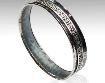 Martelé bracelet en argent sterling, bracelet floral spinner, le bracelet de méditation, bracelet de déclaration, simple bracelet martelé - Mme Magic B3005