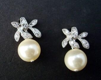 Pearl Earrings Bridal pearl and rhinestone Earrings Bridal stud Earrings swarovski pearl Wedding earrings Pearl Earrings vintage style  GAIL
