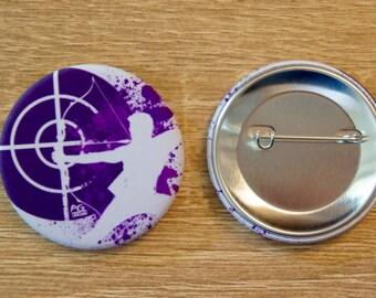"Badge / Pin ""HAWKEYE"" - AVENGERS / Hawkeye / Clint Barton / Jeremy Renner"
