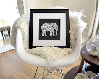 Éléphant inversé à tirage limitée de dessin à main levée d'encre, signée, numérotée 8 « x 8 »