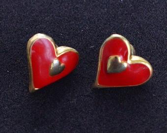 Red Enamel Heart Pierced Earrings, Gold tone, Vintage (AL3)